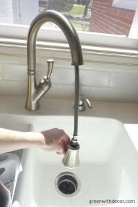 Green With Decor – Tips for picking a kitchen faucet
