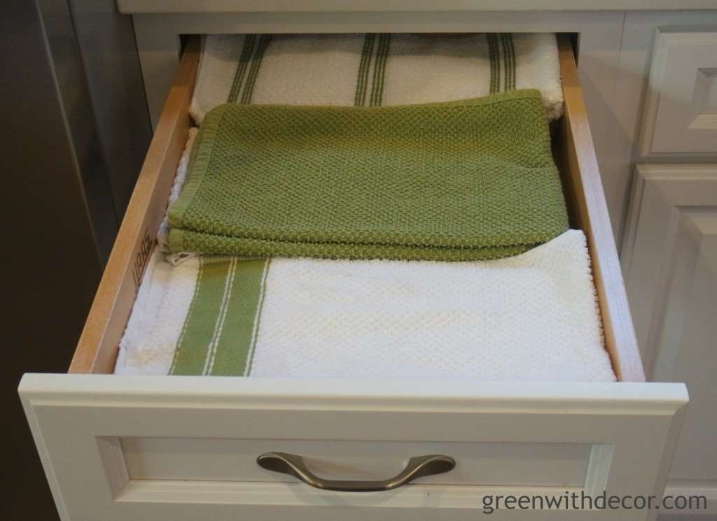 Easy ways to keep the kitchen drawers organized! | Green With Decor