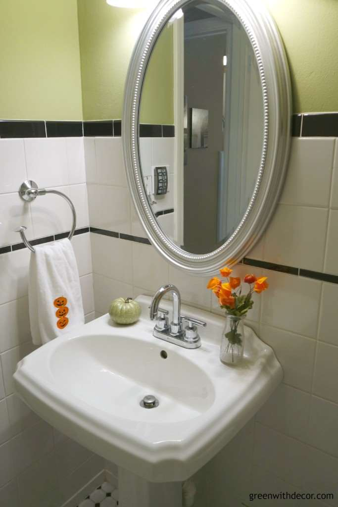 Easy ways to decorate your bathroom for fall from Green With Decor