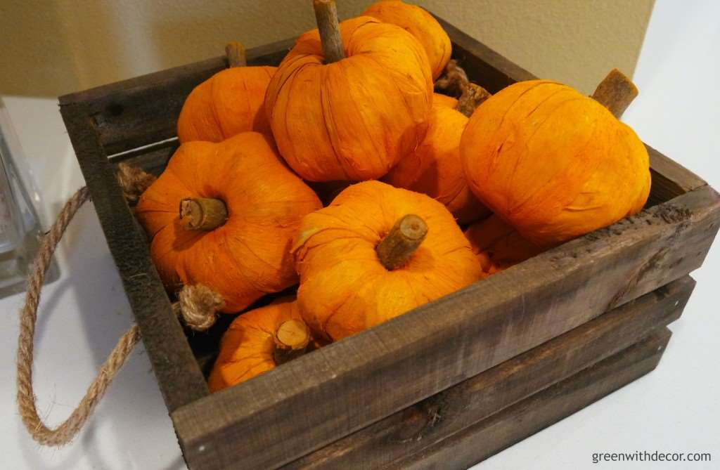 Easy ways to decorate your kitchen for fall from Green with Decor! What fun ideas!