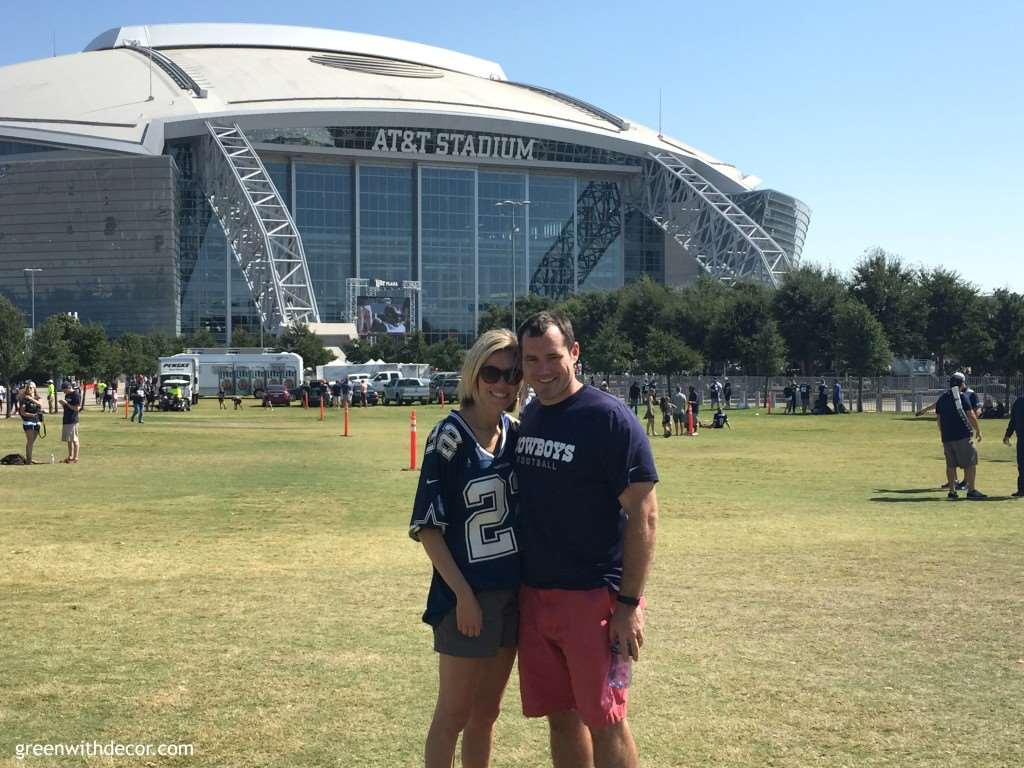 A great list of things to do in Dallas, including delicious restaurants, downtown views and Dallas Cowboys football! | Green With Decor