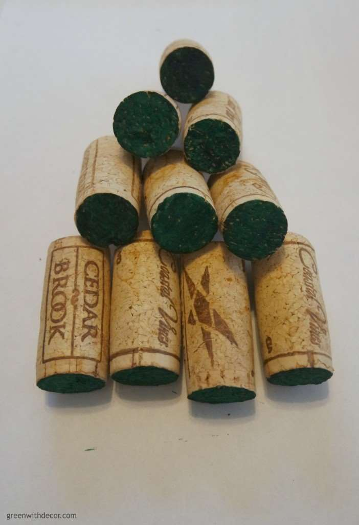 These are so cute! A Christmas ornament made with wine corks – I have to start saving my wine corks! | Green With Decor