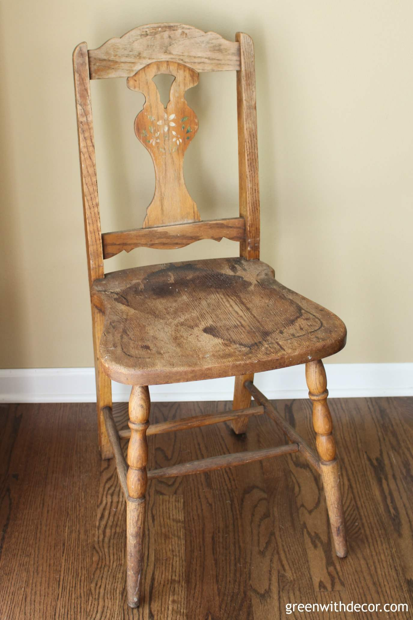 painting-an-old-wooden-chair-before-2 : retro wooden chairs - Cheerinfomania.Com