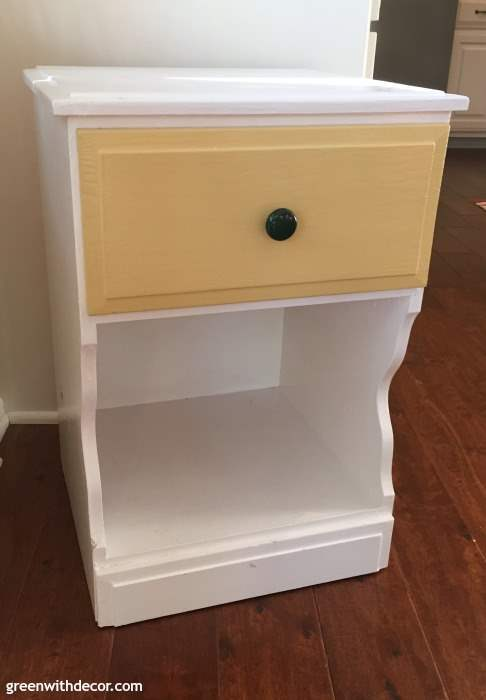 How to spray paint a nightstand the easy way. Such a simple way to give an old piece of furniture a whole new look without spending much. Definitely saving this so I can update some old furniture to give a room a new look! Fun idea with Rustoleum spray paint