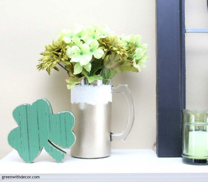 st-patricks-day-decorating-ideas-living-room-shamrock-beer-mug ...
