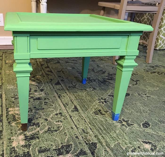 How to paint a table with a lot of detailed trim, a detailed tutorial on using clay paint for a side table makeover. Love the pop of color! What a pretty shade of green.