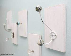 How to make a DIY towel rack from old knobs and hooks. What a great idea for those antique hooks and knobs, plus a way to use up the scrap wood pile! | DIY bathroom | ideas for towel racks | doorknob DIY | easy DIY | painting projects | easy woodworking DIY projects