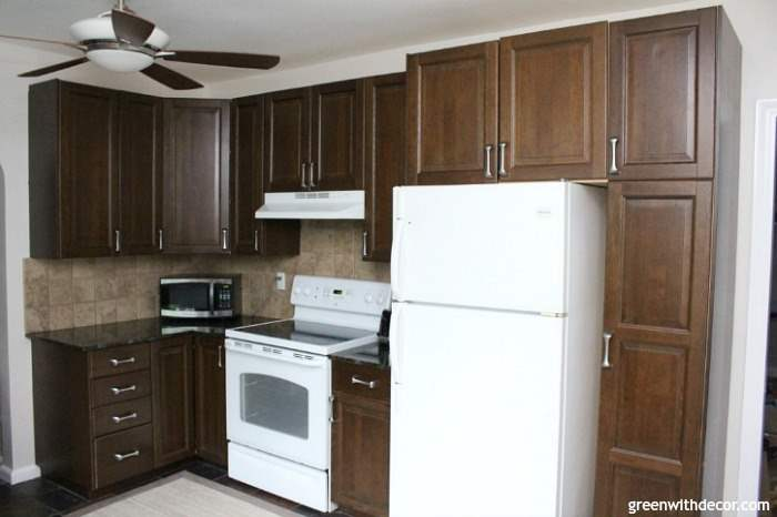Aesthetic-white-kitchen-brown-cabinets-granite-white