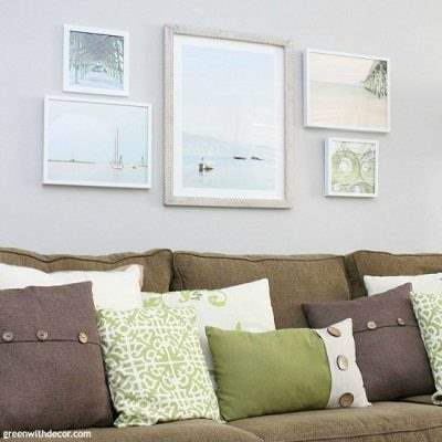 Tips to plan a gallery wall, including narrowing down artwork choices, how to pick pieces for a cohesive look and how many pieces do use. Like the coastal and beachy artwork!