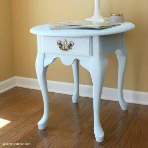 A pretty Queen Anne table makeover with Country Chic Paint's Icicle clay paint. I want to try this paint!