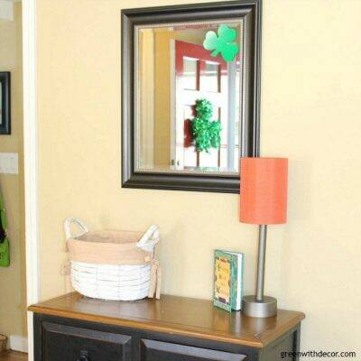 This blogger goes crazy for St. Patrick's Day! She has fun St. Patrick's Day decor ideas for the whole house! Plus 19 other bloggers share their home tours, too. Great ideas for adding green to any room of the home!