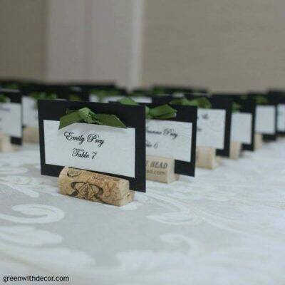 DIY wedding place cards from wine corks