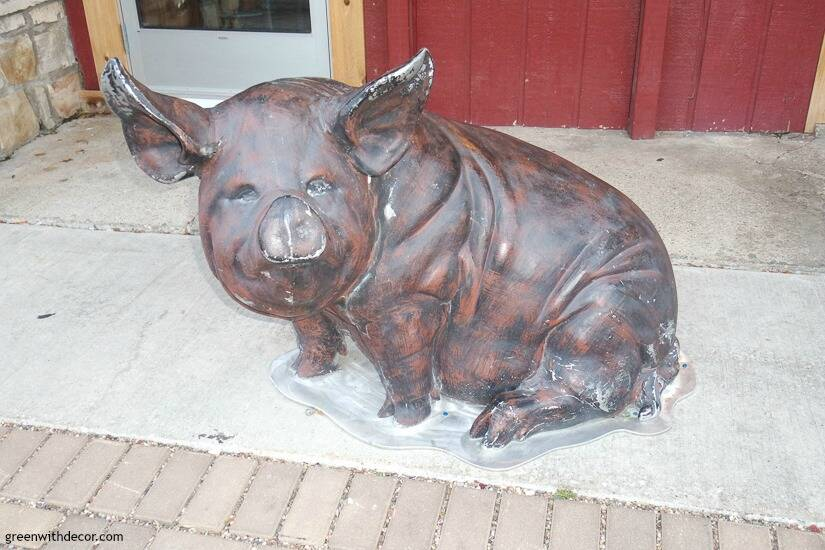 Pig outside Casey's BBQ & Smokehouse in Door County, Wisconsin