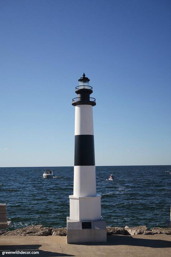 Things to do in Door County – lighthouse near the lake