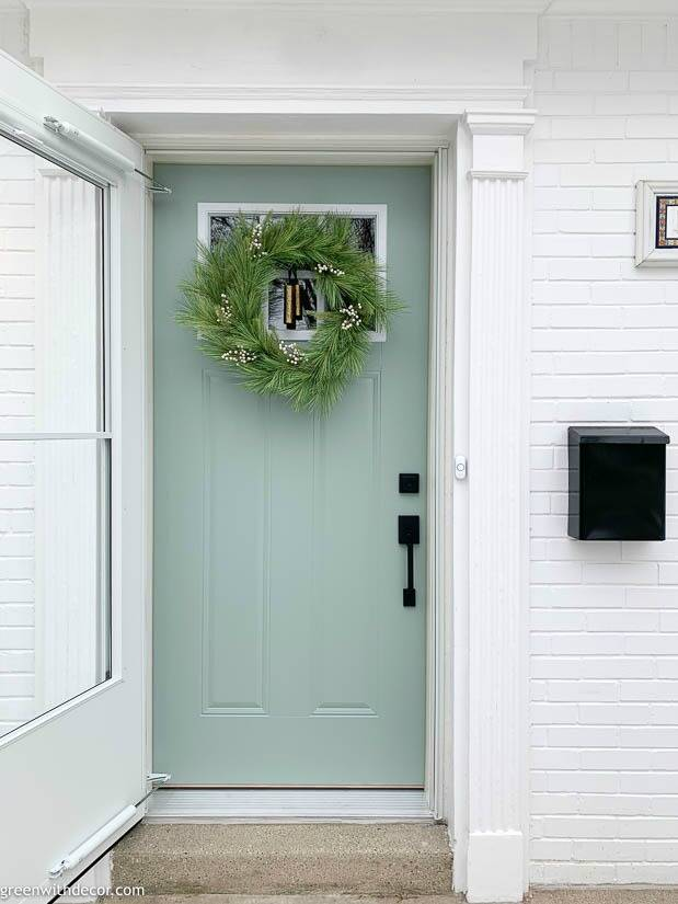 How to hang a wreath on a front door with felt and a command hook