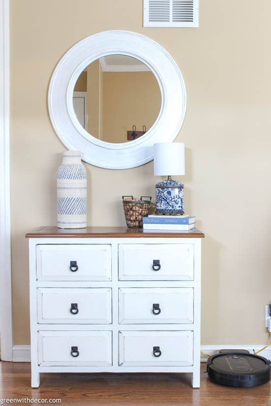 Small coastal  foyer with white chippy dresser