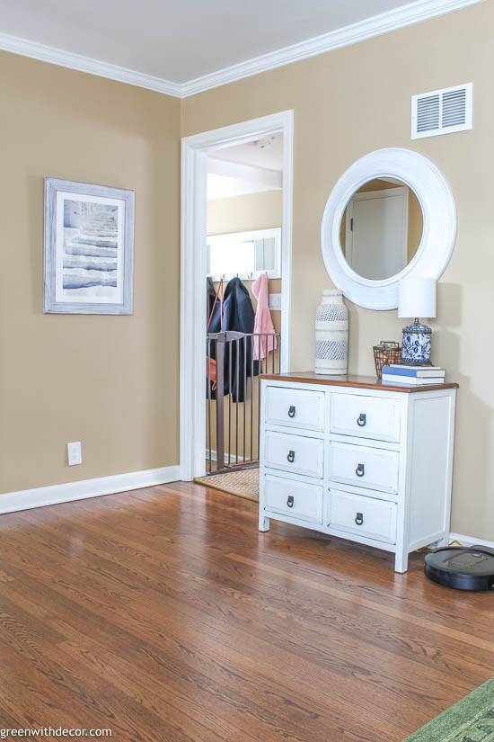 Small coastal foyer with crown molding
